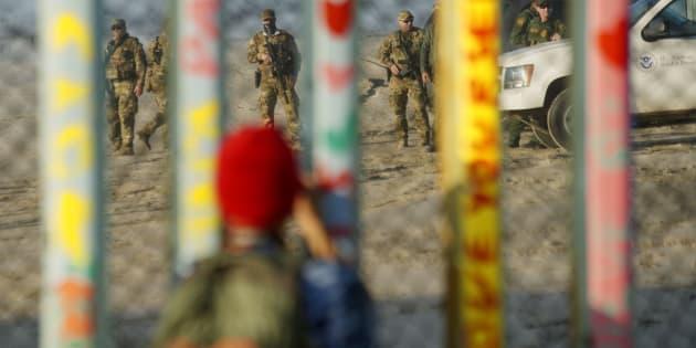Agentes de la Patrulla Fronteriza resguardan la frontera de EU con México.