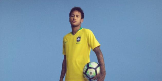 Coupe du monde 2018 neymar pr sente le maillot du br sil - Lieu coupe du monde 2018 ...