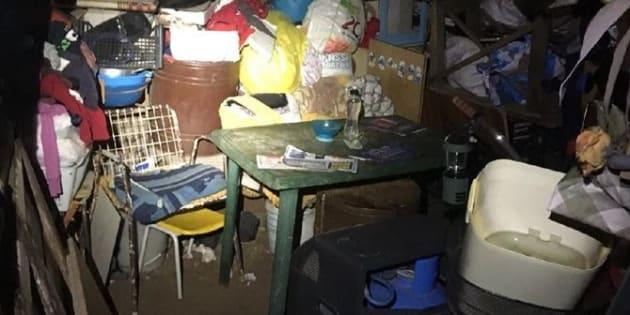 Segregata e legata al letto per 10 anni in una baracca: violentata davanti ai figli nati dagli stupri
