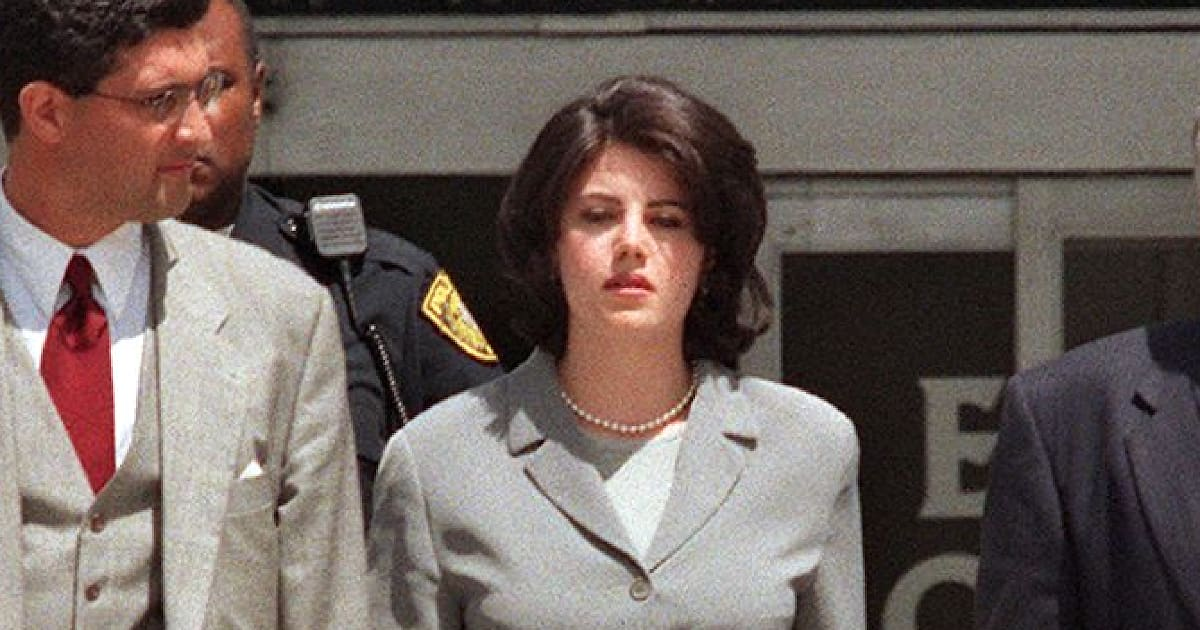 american crime story va s 39 attaquer au scandale monica lewinsky pour sa saison 4. Black Bedroom Furniture Sets. Home Design Ideas