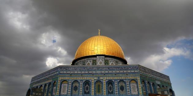 Las nubes se ciernen sobre la Cúpula de la Roca en la Explanada de las Mezquitas de Jerusalén.