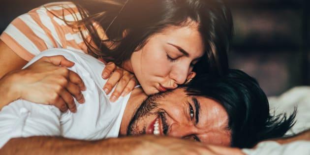 9choses que les couples heureux font spontanément.