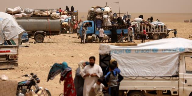 Deslocados sírios na cidade de Rakka.