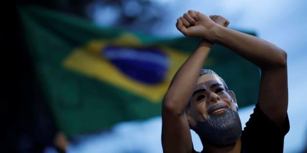 Manifestantes pedem prisão de Lula no dia do julgamento do habeas corpus preventivo do ex-presidente. Na ocasião, o STF também discutiu a execução de pena após condenação em 2ª instância.