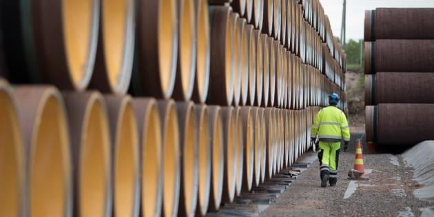 Un sondage réalisé avant que le gouvernement fédéral annonce qu'il se portait acquéreur de l'oléoduc Trans Mountain montre que les Canadiens ne sont pas chauds à l'idée d'investir dans les sociétés pétrolières et gazières.