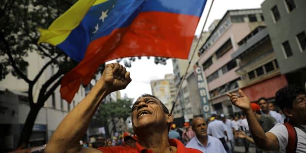 Venezuelanos manifestam sua insatisfação nas ruas todos os dias.
