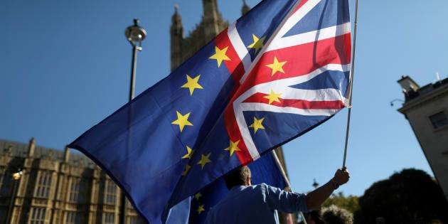 """Les manifestations contre le Brexit se poursuivent à Londres, comme ici devant le Parlement en octobre 2018, alors que l'hypothèse d'une sortie sans accord est """"plus probable que jamais"""", selon Donald Tusk."""