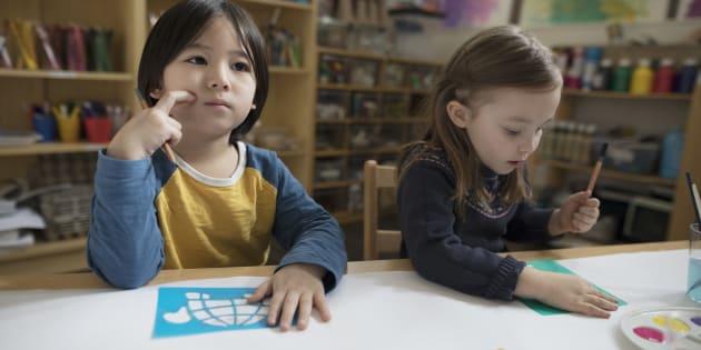 Un enfant de 4 ans a besoin de stabilité, de contexte favorable à son développement. Et c'est exactement ce qu'offrent les CPE et le milieu familial régi à des milliers d'enfants.
