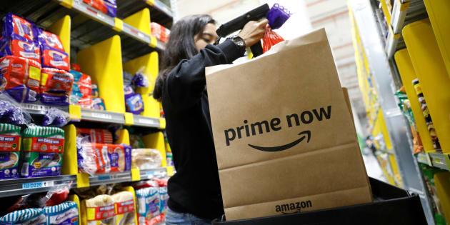 Un empleada de Amazon Prime Now en un almacén de Singapur. REUTERS/Edgar Su