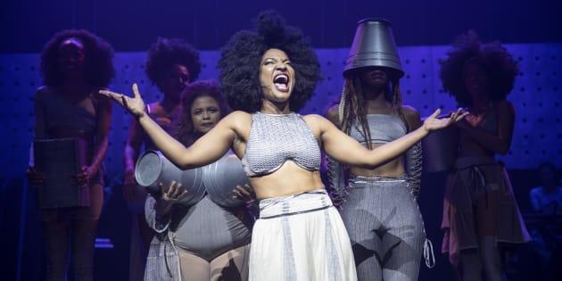 Sete atrizes se dividem no palco de 'Elza', musical sobre Elza Soares.