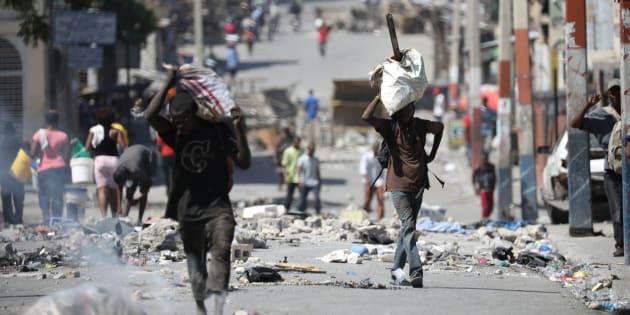 Plusieurs rues sont bloquées à Port-au-Prince.