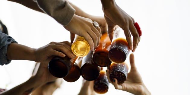 """El atracón etílico o """"binge drinking"""", en inglés, consiste en beber mucho en muy poco tiempo."""