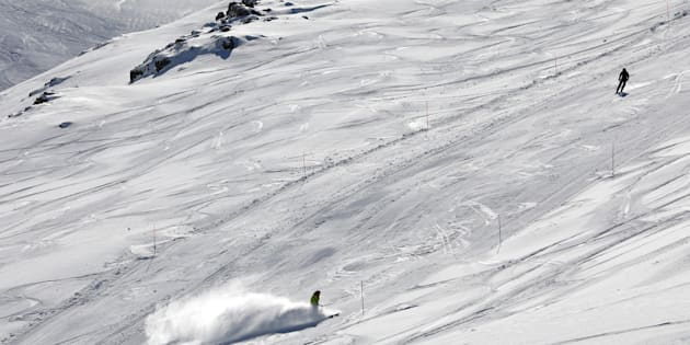 Terribile incidente a Sestriere, sciatore 30enne impatta contro una barriera e muore