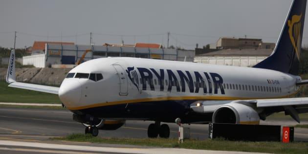 Germania, atterraggio di emergenza per un aereo Ryanair: 33 ricoverati