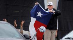 Drapeau du Texas en main, Trump se pose en rassembleur face à