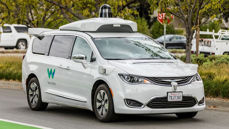 Waymo orders thousands of Chrysler Pacifica minivans for