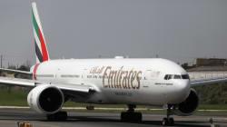 Un avión de Emirates pasa horas en cuarentena en Nueva York tras caer enfermos varios