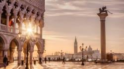 Troppi picnic sui gradini di ponti e chiese: Venezia dice basta al