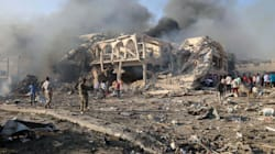 Doppio attentato a Mogadiscio, oltre 200 morti. Il presidente punta il dito contro