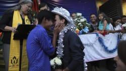 Arrivés à la frontière américaine, ces couples de migrants LGBT ont enfin pu se dire
