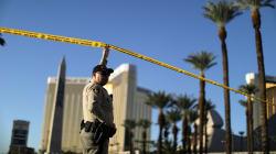 La petite amie du tireur de Las Vegas est rentrée aux États-Unis, où son témoignage est