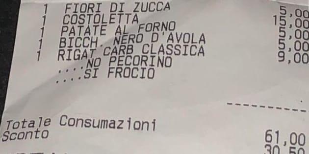 """Scontrino omofobo a Roma: """"Doveva essere la nostra serata per uscire dall"""