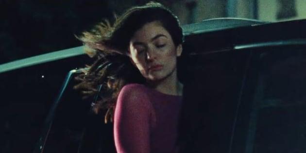 """Lorde a publié son nouveau clip """"Green Light"""" jeudi 2 mars sur YouTube."""