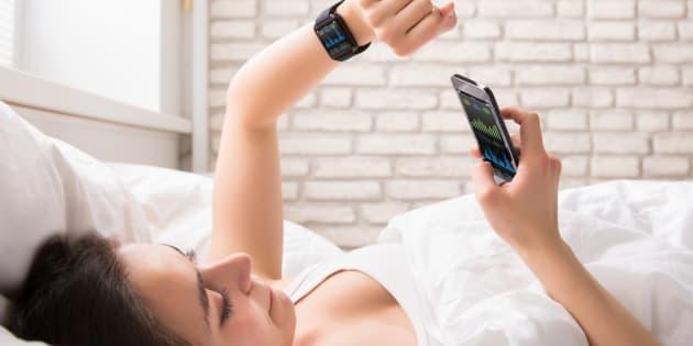 La technologie peut aider à récolter des données sur nos cycles de sommeil, pour peut-être, essayer d'améliorer sa routine.