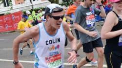 Il court le marathon de Londres... en bottes de