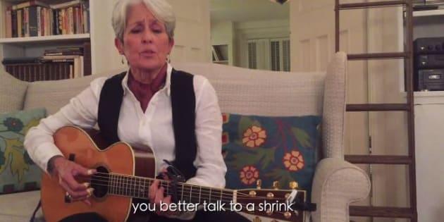 """Joan Baez chante son dégoût de Donald Trump dans """"Nasty Man"""""""