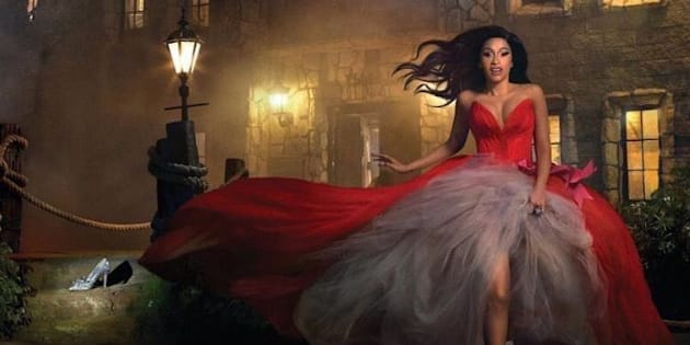 Pour le magazine féminin Harper's Bazaar, Cardi B se la joue Cendrillon.