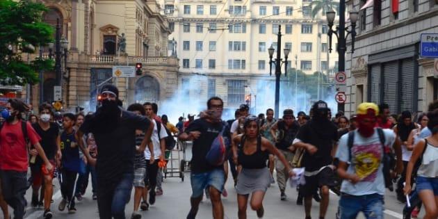 Manifestação no centro de São Paulo é dispersada pela polícia.