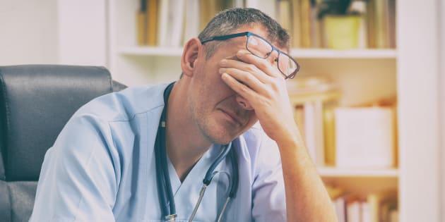 Épuisement émotionnel, déshumanisation et perte de satisfaction professionnelle sont les maux caractérisant le burn-out.