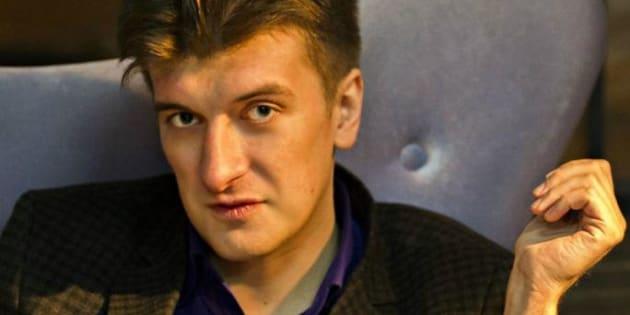 Giornalista muore cadendo dal balcone: