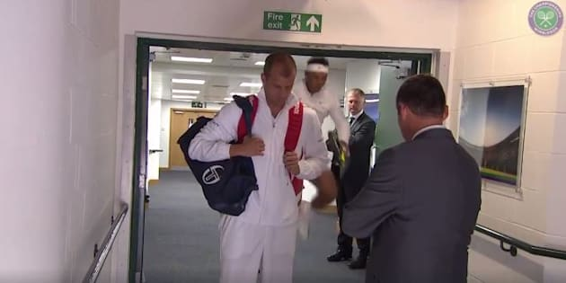 """Wimbledon: """"Toc"""", c'est le bruit du crâne de Rafael Nadal sur le cadre d'une porte"""