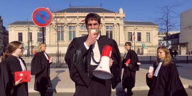 """""""Simple, basique"""": il détournent Orelsan contre une réforme de la justice"""