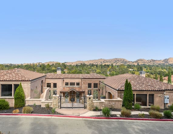 Steph Curry lists his California estate for $3.195M