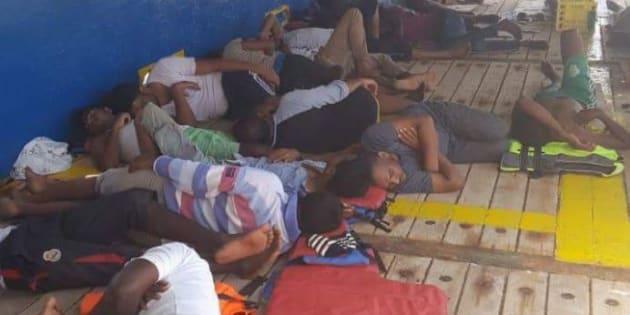 Migranti, nave con 40 profughi a bordo bloccata al largo Tunisia