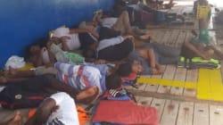 Un'altra nave con 40 migranti vaga per il