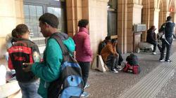 Il bar dei migranti non deve chiudere, solidarietà a Delia