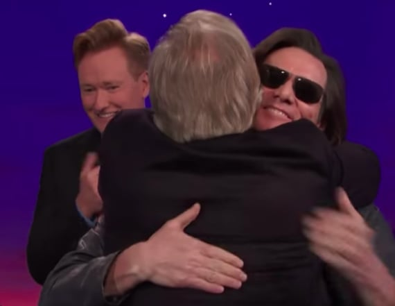Jim Carrey crashes Jeff Daniels' 'Conan' interview