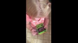 Esta niña con una Game Boy va a hacer que te sientas muy