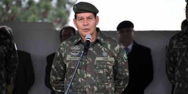 O general da reserva Hamilton Mourão (PRTB) foi oficializado como vice de Bolsonaro.