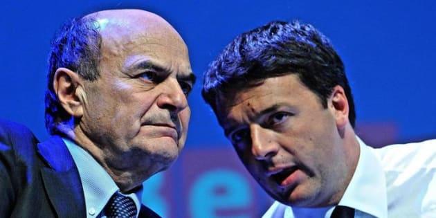 Pier Luigi Bersani con Matteo Renzi. ANSA/MAURIZIO DEGL'INNOCENTI