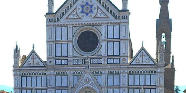 Cade un pezzo dalla navata della Basilica di Santa Croce a Firenze: muore turista spagnolo