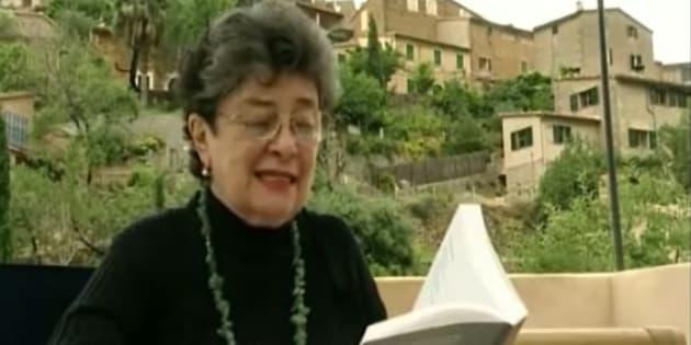 La poetisa Claribel Alegría en un fotograma del documental 'Soportar el paraíso' (2003).