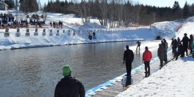 L'Aqua-Neige se tiendra à Val d'Irène en Gaspésie ce week-end. Il s'agit de la plus grande traversée d'étang au Québec, le lac «Picalo» faisant plus de 65 mètres de long.