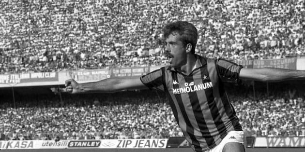 Il giocatore del Milan, Pietro Paolo Virdis, esulta per il goal durante la partita del campionato di Serie A contro il Napoli, allo stadio San Paolo di Napoli il 1° maggio 1988. ANSA