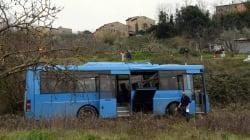 Ivoriano ubriaco accoltella autista di un bus. I carabinieri lo fermano