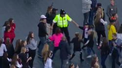 Ce policier qui danse avec des enfants incarne à la perfection l'esprit du
